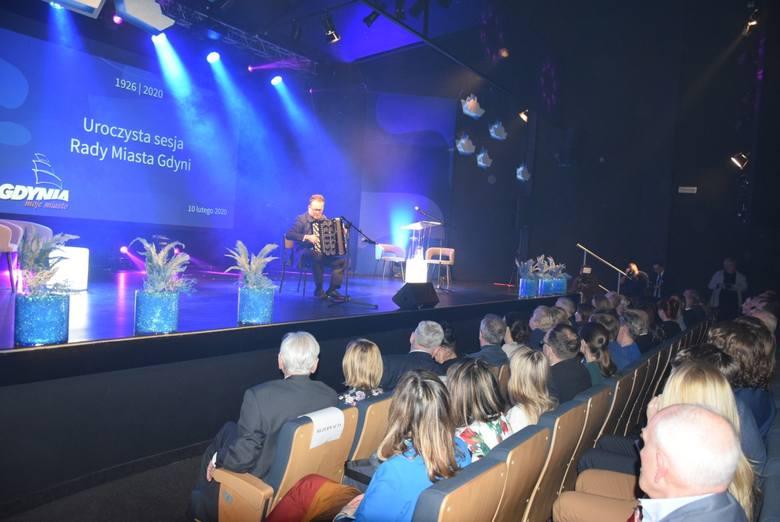 94. urodziny Gdyni. Uroczysta sesja Rady Miasta, urodzinowe gratulacje i nagrody za najlepsze inwestycje w mieście