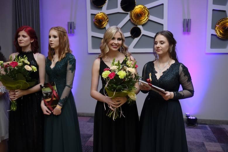 Wczoraj (10.01.2020) w Hotelu Filmar w Toruniu na swojej studniówce bawili się uczniowie VIII Liceum Ogólnokształcącego. Zobaczcie fotorelację z tego