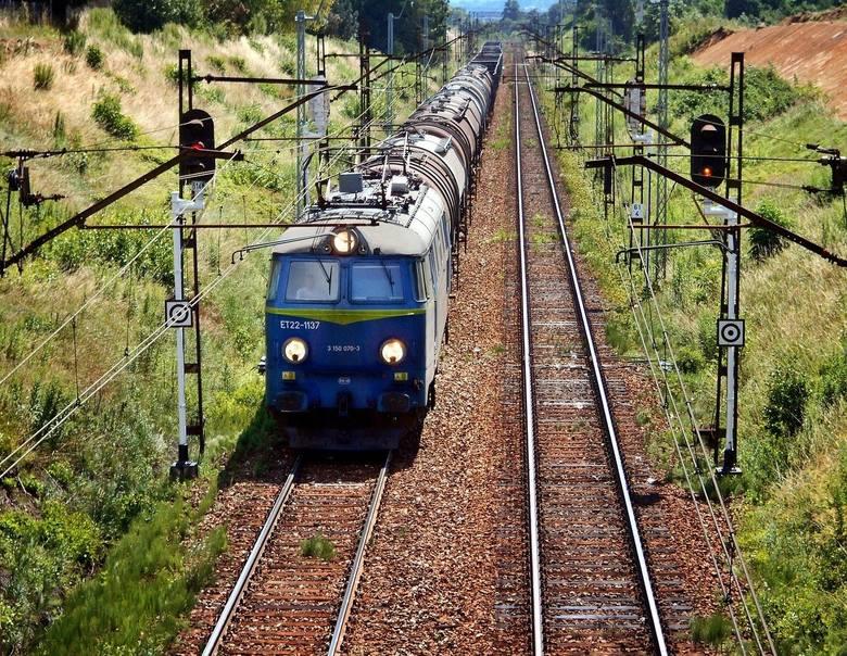 Rozkłady jazdy pociągów dla stacji Koszalin i Białogard  w czwartek w Głosie Koszalińskim