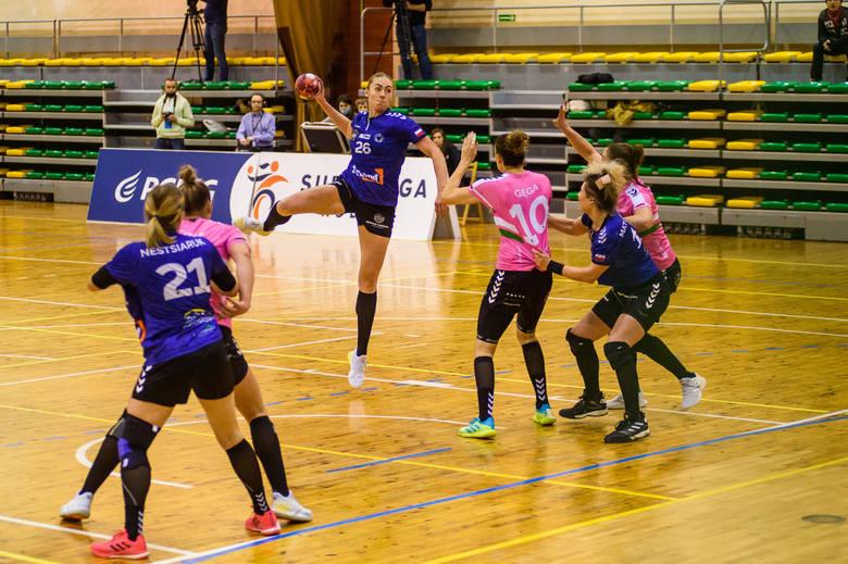 Eurobud JKS Jarosław (niebieskie koszulki) przegrał kolejny mecz w rozgrywkach Superligi kobiet