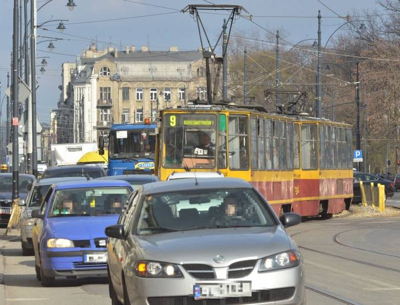 Tak wyglądała w środę po południu ul. Narutowicza, na odcinku między ul. Piotrkowską a ul. Sienkiewicza.