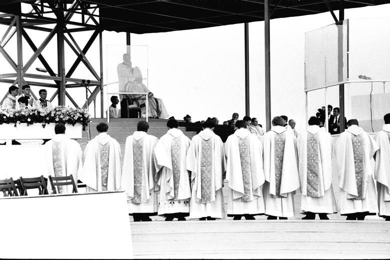 9 czerwca 1987 roku. Trzecia pielgrzymka Jana Pawła II do Polski. Lublin, msza na Czubach.
