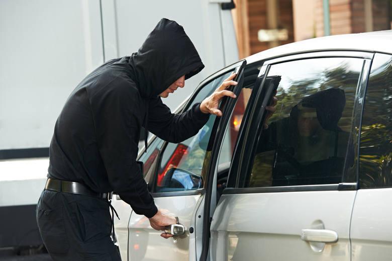 Jakie marki pojazdów kradną złodzieje? Policja przedstawiła najnowsze statystyki. Zrobiła to pierwszy raz od 2013 roku. Co wynika z podanych danych?