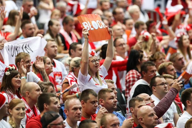 Reprezentacja Polski w godzinę i 11 minut rozprawiła się z Czechami, wygrywając 3:0. Biało-Czerwonych kolejny raz w hali Ahoy w Rotterdamie wspierało