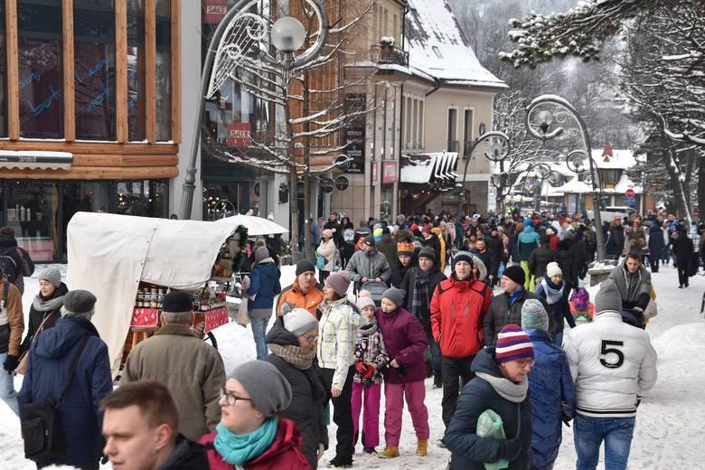 Na Krupówkach zima codziennie jest tłum
