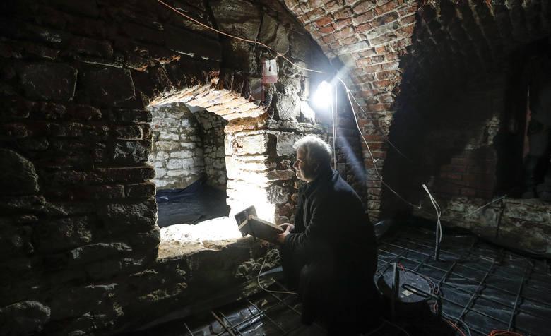 Odkryto katakumby w kościele parafialnym w Chmielniku.
