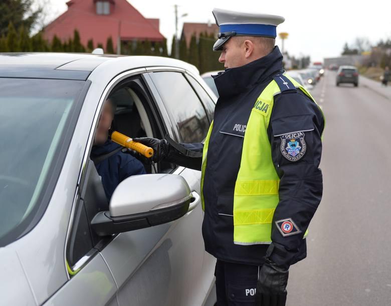 """Na podkarpackich drogach trwa policyjna akcja """"Trzeźwy poranek"""". Zobaczcie zdjęcia z kontroli trzeźwości w Ostrowie pod Przemyślem"""