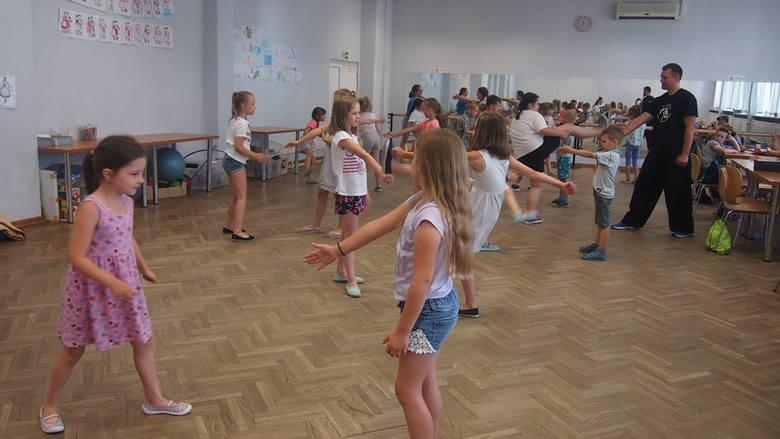 Ostrołęka. Dzieci bawią się na półkoloniach w Klubie Lokator. Zobaczcie, co było w programie