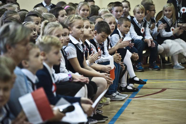 Z okazji 100-lecia odzyskania przez Polskę niepodległości w wielu szkołach i przedszkolach organizowane są uroczystości patriotyczne. Tak było m.in.