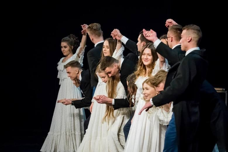 Wczoraj w Operze Nova odbyła się studniówka I Liceum Ogólnokształcącego w Bydgoszczy. Tegoroczni maturzyści doskonale bawili się podczas swojego studniówkowego