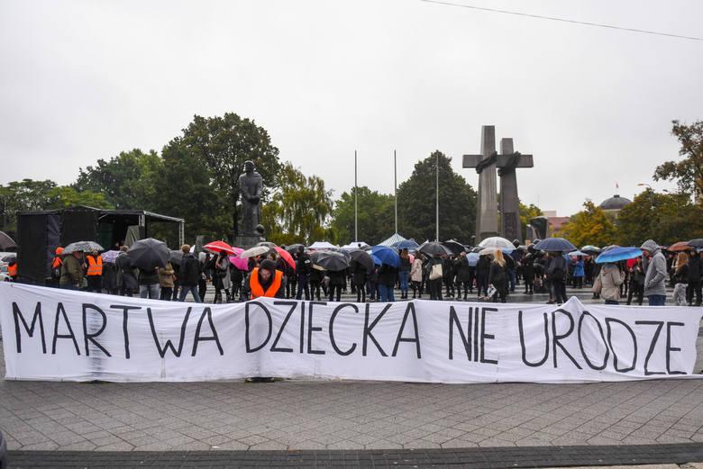 Poprzednio plany zaostrzenia przepisów aborcyjnych wywołały fale protestów w całym kraju.