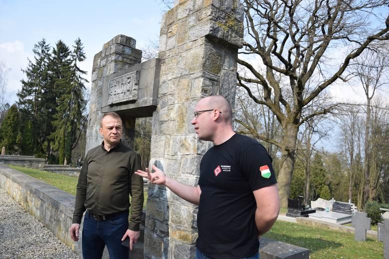 Węgierskie Hadtörténeti Intézet és Múzeum (Instytut Historii i Muzeum Wojskowe) z Budapesztu chce poszukiwać, ekshumować i pochować na cmentarzach wojennych