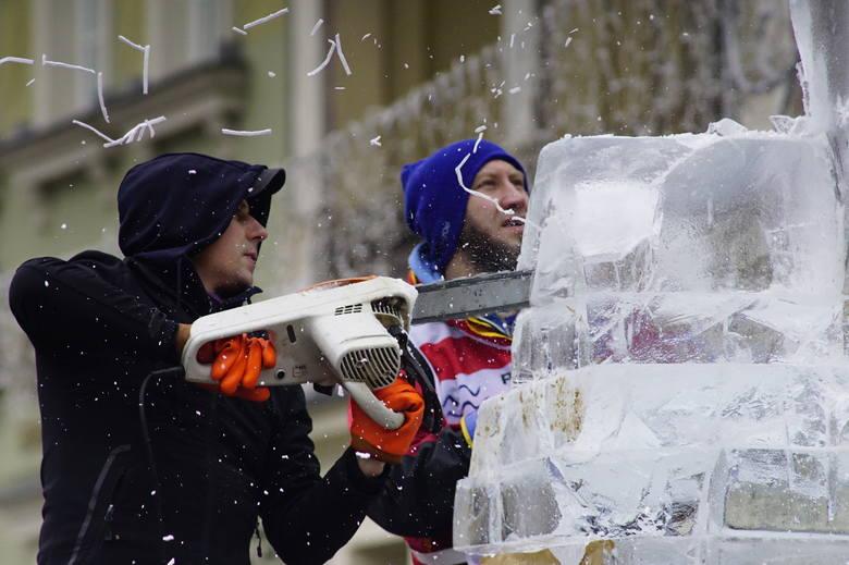 W Poznaniu w weekend trwa Poznań Ice Festival 2019, czyli festiwal rzeźb lodowych. W Konkursie Głównym można oglądać 24 rzeźbiarzy z całego świata. Niedzielne