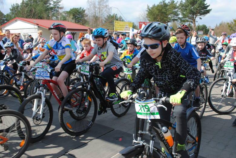 """Już po raz trzeci rozegrany został maraton rowerowy """"Syngenta Koronowo Challenge.""""  Do udziału w tej imprezie zapisało się 840 zawodników, nie tylko"""