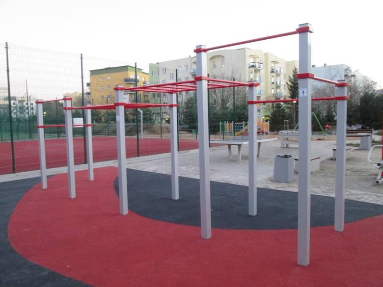 Street Workout staje się coraz bardziej popularny. Teraz ćwiczyć na świeżym powietrzu mogą kolejni mieszkańcy Piątkowa