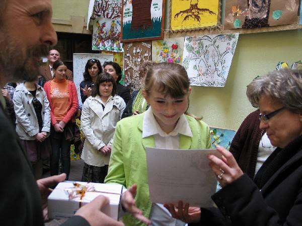 Joanna Jaroch z SP w Wyszatycach zdobyła pierwsze miejsce w kategorii szkół podstawowych.