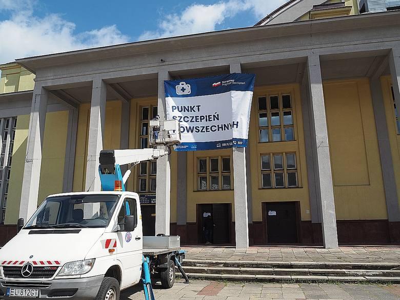 Punkty szczepień powszechnych w Łodzi. Jak wygląda punkt w Hali Sportowej w Łodzi? ZDJĘCIA