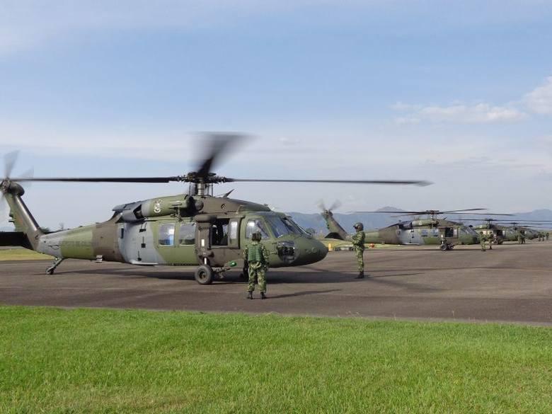 Śmigłowce BLACK HAWK z PZL Mielec poleciały do KolumbiiPodpisPiloci Kolumbijskiej armii przelecieli pięcioma wyprodukowanymi w Mielcu śmigłowcami S-70i™