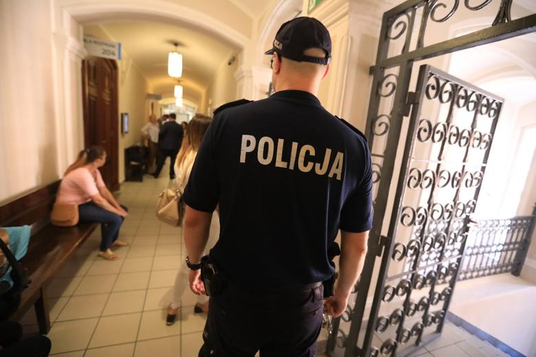 Tomasz S., Michał M. i Paweł S. oskarżeni są o próbę zabójstwa łącznie 4 mężczyzn na Bydgoskim Przedmieściu, w lipcu 2017 r. Nie przyznają się i twierdzą,