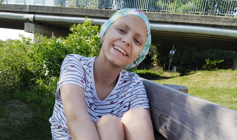 Iza choruje na nowotwór złośliwy. 14-latka z Łap potrzebuje finansowego wsparcia w walce z chorobą