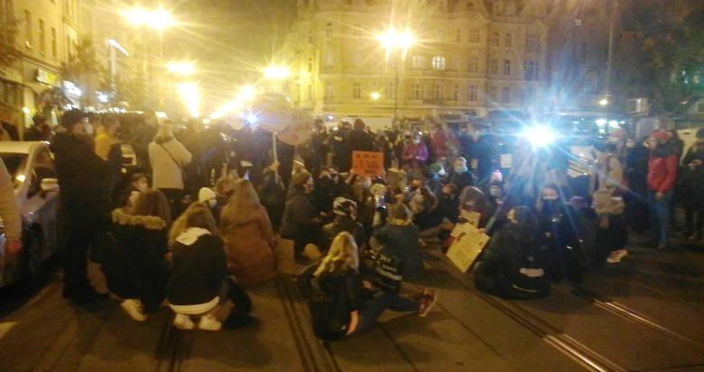 Strajk kobiet w Bydgoszczy - blokada na Gdańskiej [wideo, zdjęcia]
