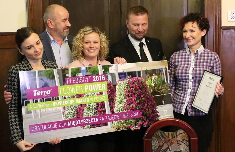 Nagrody odebrali burmistrz Remigiusz Lorenz i jego zastępczyni Agnieszka Śnieg.