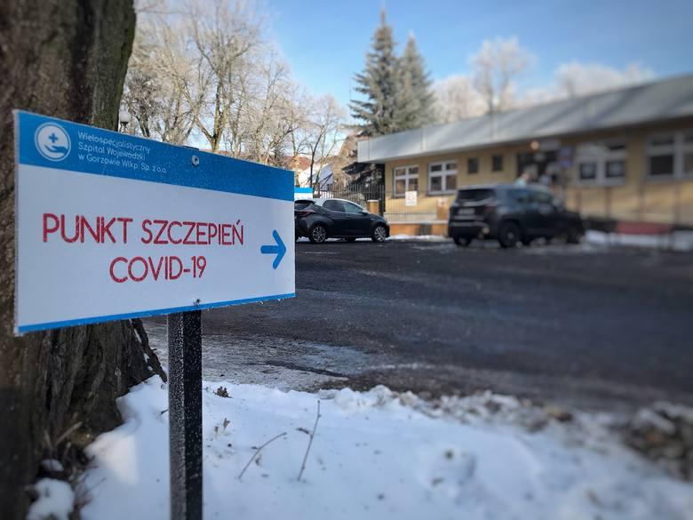 Od 10 maja wszystkie osoby pełnoletnie mają dostać skierowania na szczepienia przeciwko COVID-19.