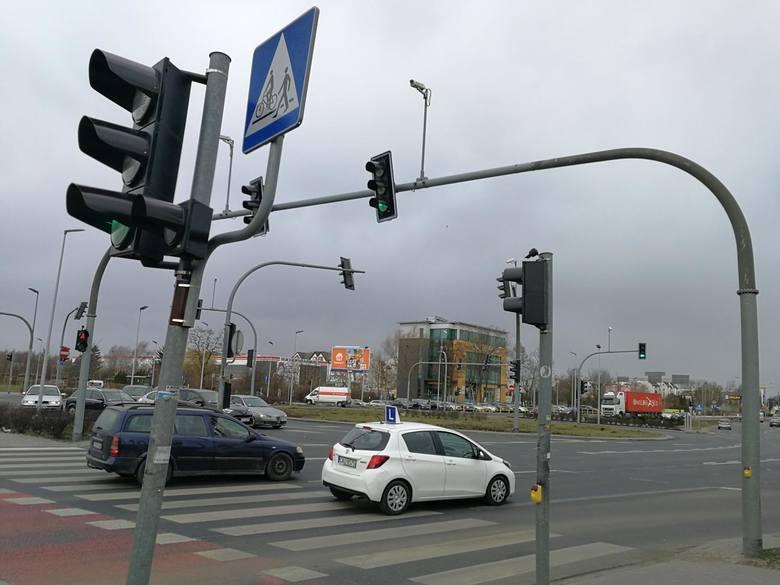 Toruńskie ulice mają w sumie ponad 470 kilometrów długości. Większość z nich, bo 320 kilometrów, to drogi gminne, pozostałe to powiatowe, wojewódzkie