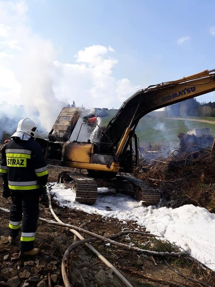 W Żabnicy zapaliła się koparka. Straty wyniosły 200 tysięcy złotych ZDJĘCIA