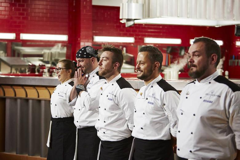 """""""Hell's Kitchen""""Szef Michał Bryś po raz kolejny zaskoczy uczestników kulinarnego show, którzy walczą o 100 tysięcy złotych i pracę"""