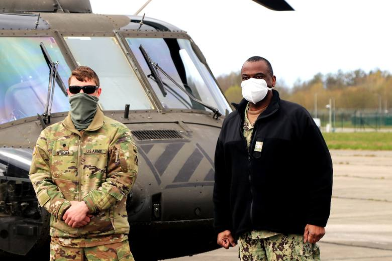 Helikopter z zaopatrzeniem przeciw COVID-19 wylądował w Redzikowie