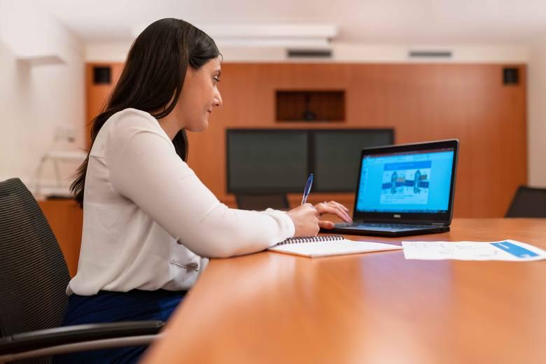 Niektóre firmy wprost informują, że w zaawansowany sposób kontrolują pracowników. Większość pracodawców śledzi jednak podwładnych bez informowania, wykorzystując