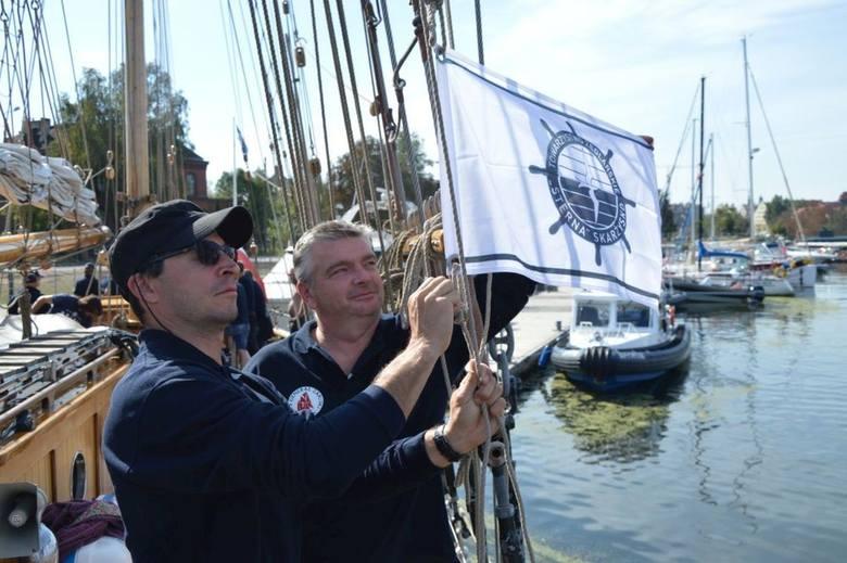 """W niedzielę, 9 września 20 członków i sympatyków """"Sterny"""" ze Skarżyska, Suchedniowa i  Kielc, w tym reporter Echa Dnia, stanęło na nabrzeżu Motławy,"""