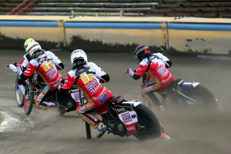 Abramczyk Polonia Bydgoszcz przegrała w Daugavpils 30:60, spadła na ostatnie miejsce w tabeli i jest głównym kandydatem do spadku z I ligi. Większość