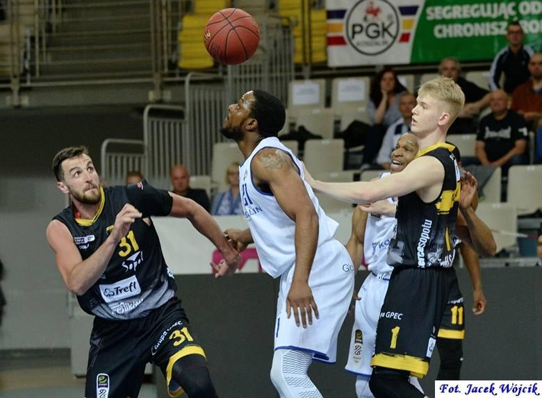 Wysoką porażką zakończył AZS Koszalin szesnasty sezon w Polskiej Lidze Koszykówki. Zobaczcie zdjęcia z meczu oraz kibiców.Relację z meczu przeczytasz