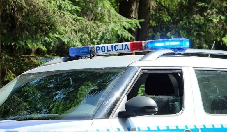 Tarnobrzeg. Policjanci eskortowali do szpitala volkswagena z rodzącą 28-latką. Wszystko przebiegło pomyślnie!