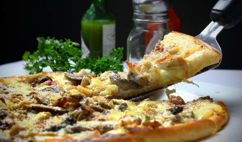 Dziś międzynarodowy dzień pizzy. Gdzie można zjeść najsmaczniejszą pizzę we Wrocławiu? Oto ranking 10 najlepszych pizzerii we Wrocławiu według użytkowników