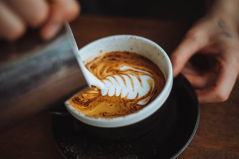 skutki picia kawy, kawa, negatywne skutki picia kawy, nadmiar kawy, kofeina skutki uboczne, skutki uboczne picia kawy