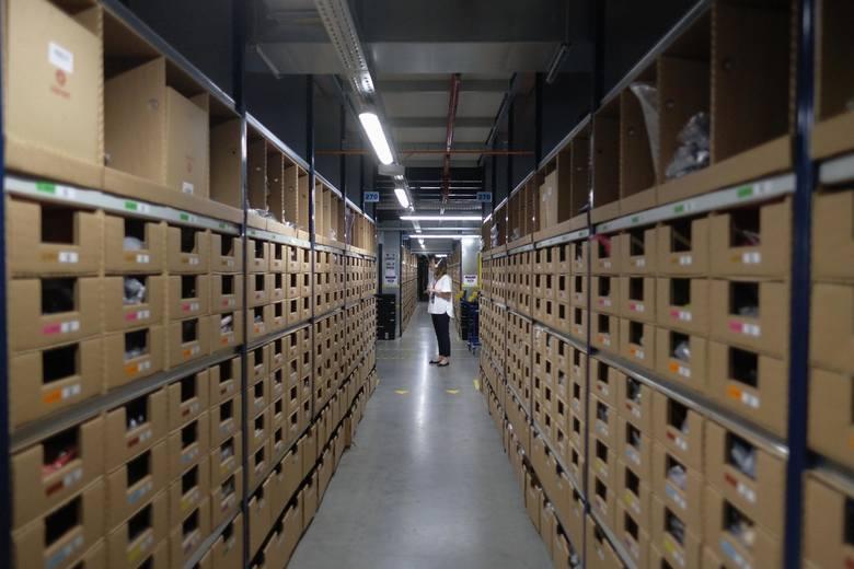 Tak wygląda Amazon w SosnowcuAmazon działa w Polsce od 2014 r. W tym czasie stworzył ponad 14 tys. stałych miejsc pracy w pięciu centrach logistycznych
