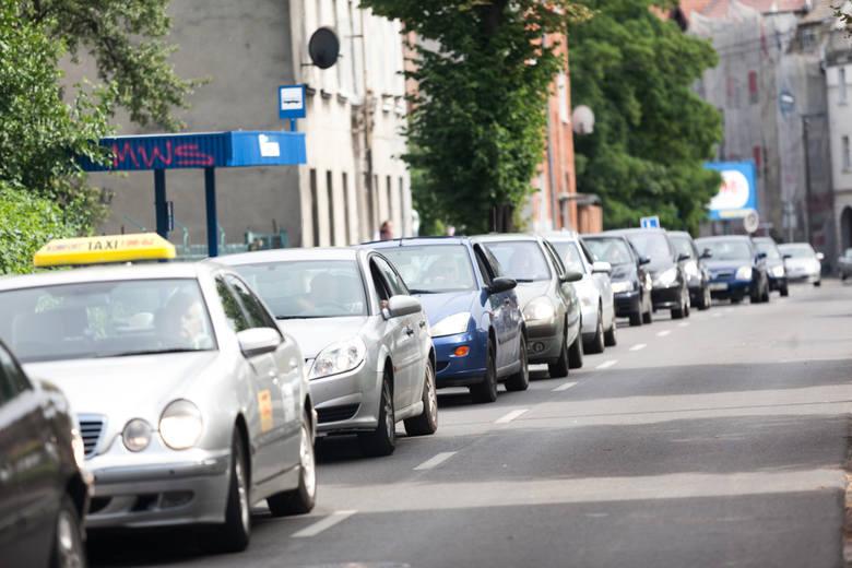 Specjaliści z serwisu Korkowo po raz kolejny wzięli pod lupę aktualną sytuację na drogach w całej Polsce. Tym razem badania dotyczyły okresu od początku