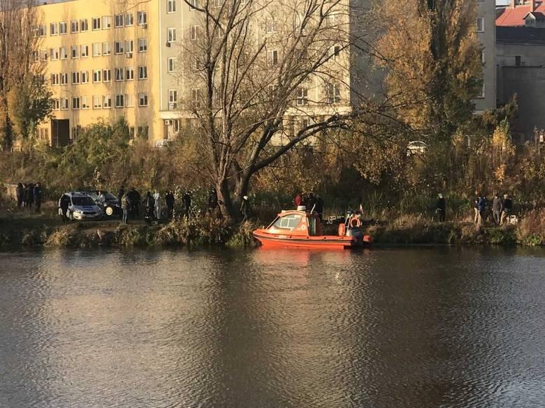 Wrocław: Policja i ratownicy nad Odrą. Co się dzieje?