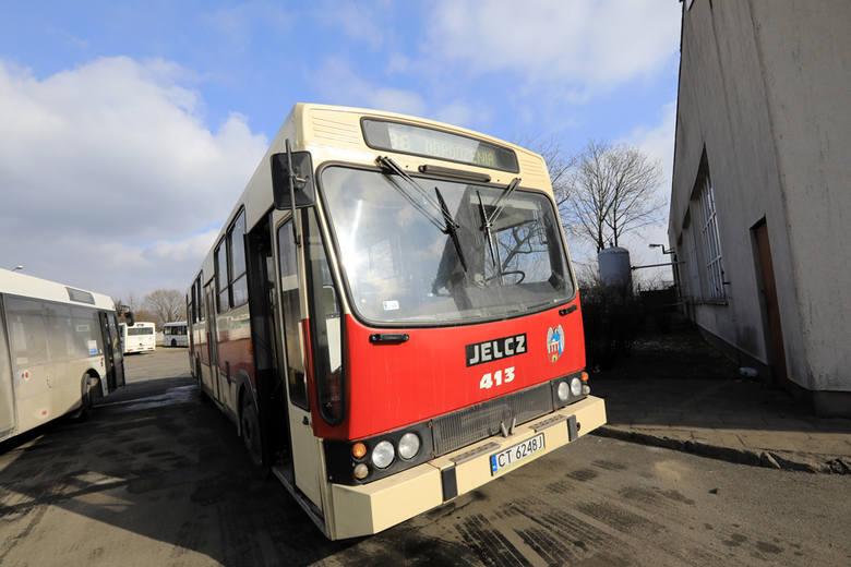 Najstarszym autobusem, który obecnie eksploatuje Miejski Zakład Komunikacji w Toruniu jest Jelcz 120MM/1. Wyprodukowany został w 1994 roku. Zobaczcie,