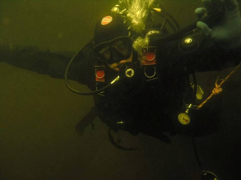 Zobacz podwodny świat [ZDJĘCIA]. Nurkowali w lodowatej rzece