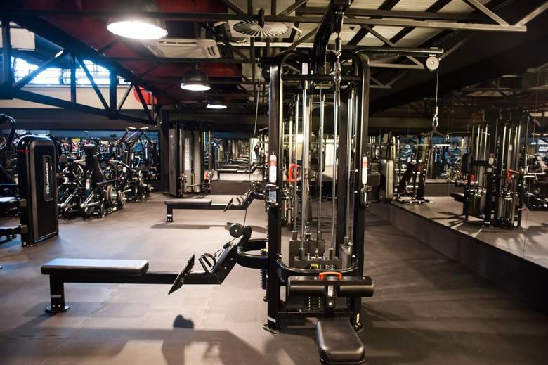 Sanepid kontroluje firmę np. z branży fitness. Przedsiębiorca twierdzi, że klienci, korzystają z oferty klubu zgodnie z zawartą w rozporządzeniu dyspozycją
