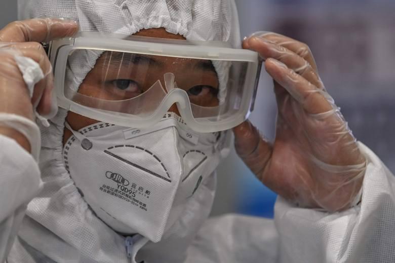 Pekin: zagranicznym podróżnym przylatującym do Chin pobrany będzie wymaz z odbytu. To test na obecność koronawirusa