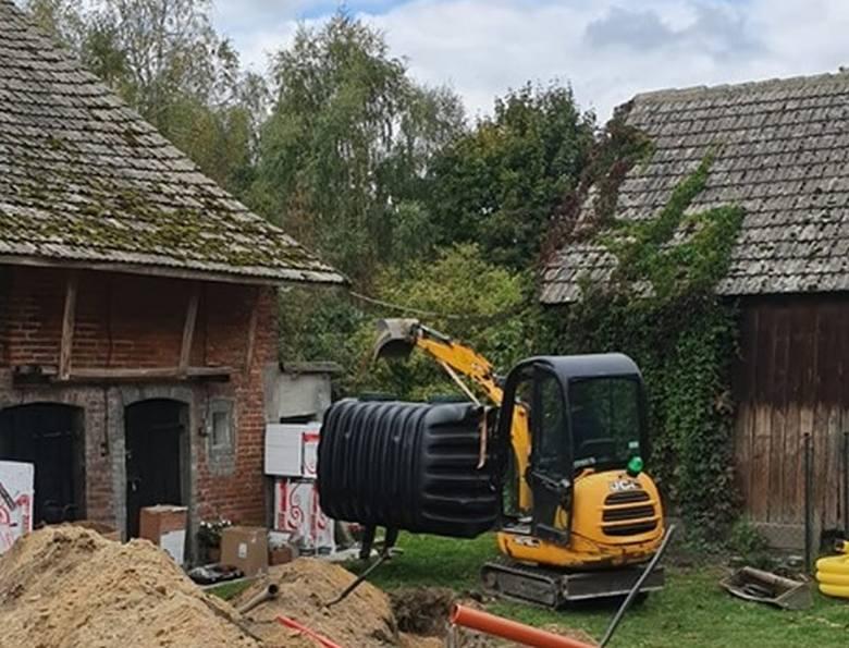 W zbiórce internetowej wpłynęło już pierwsze pieniądze, więc wolontariusze z Janka Muzykanta rozpoczęli remont domu w Jaworku, bo trzeba zdążyć przed