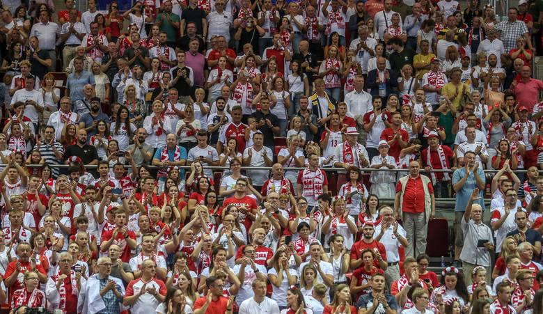 Kibice na sobotnim, siatkarskim meczu Polska - Francja w Ergo Arenie