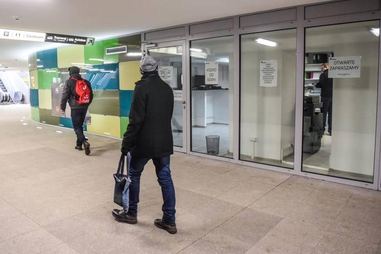 Punkt ksero pod Kaponierą to pierwszy lokal otwarty po remoncie ronda. Firma na poziomie -1 oferuje nie tylko usługi kserograficzne, ale także wydruki