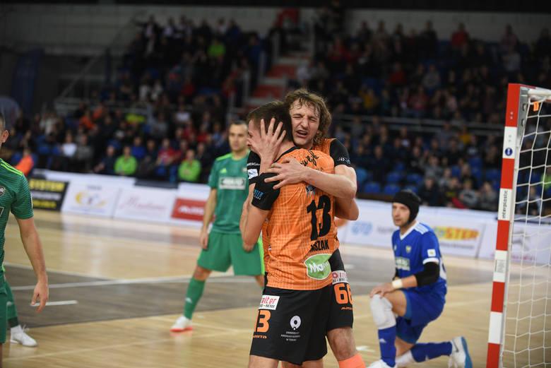 FC KJ Toruń zremisował 3:3 z Rekordem Bielsko-Biała w zaległym meczu Futsal Ekstraklasy. Spotkanie trzymało w napięciu do ostatnich sekund i w pełni