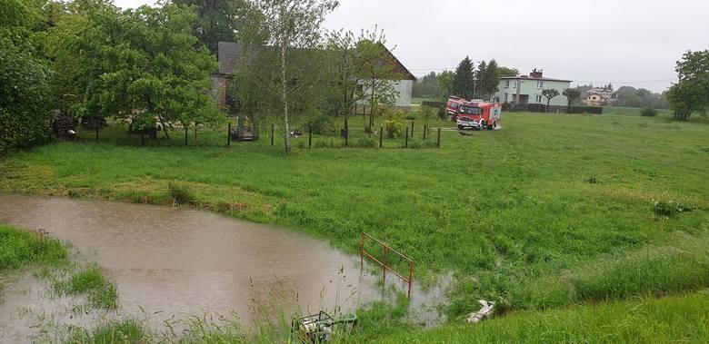 Druhowie OSP Jawiszowice od rana walcżą z żywiołem